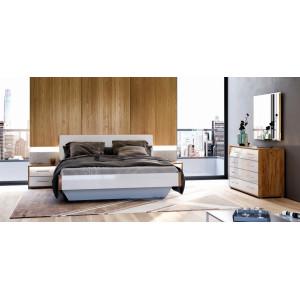 Спальня Нікі Міромарк